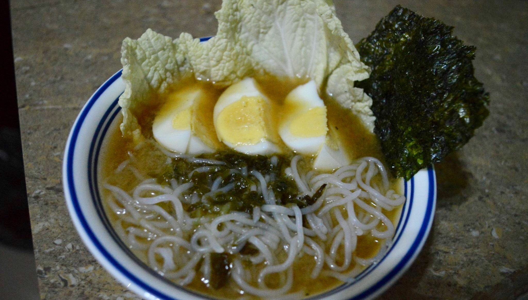 Miso soup using shiritaki noodles